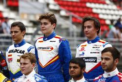 Alex Palou, Campos Racing, Steijn Schothorst, Campos Racing and Konstantin Tereshchenko, Campos Racing, GP3 pilotları grup fotoğraf çekiminde