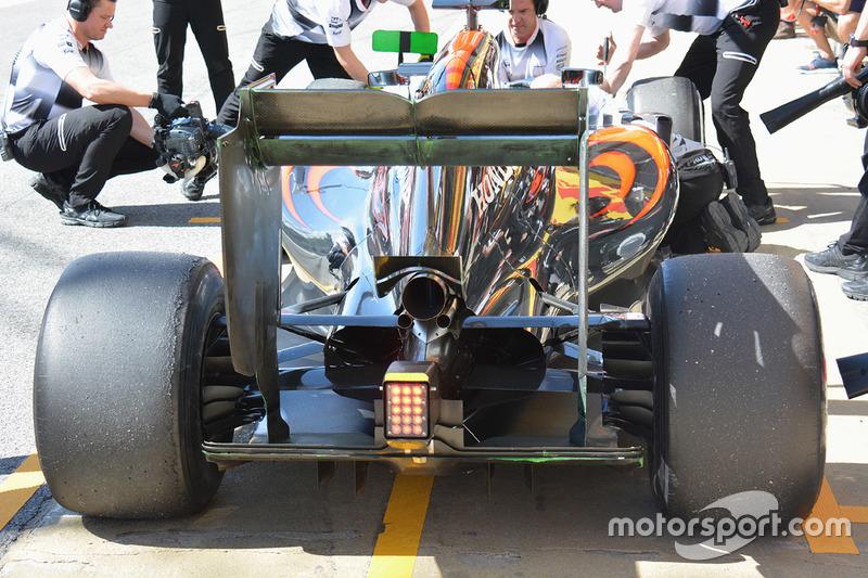 McLaren MP4-31, dettaglio del posteriore