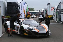 #58 Garage 59, McLaren 650 S GT3: Rob Bell, Côme Ledogar, Shane Van Gisbergen