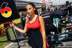 Grid girl for Nico Rosberg, Mercedes AMG F1 W07 Hybrid