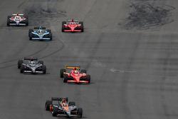 Danica Patrick, Andretti Green Racing leads Graham Rahal, Newman/Haas/Lanigan Racing et Marco Andretti, Andretti Green Racing