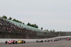 Scott Dixon, Chip Ganassi Racing leads Dario Franchitti, Chip Ganassi Racing