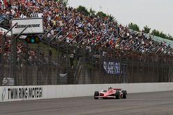 Scott Dixon, Chip Ganassi Racing takes the checkered flag