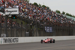 Scott Dixon, Chip Ganassi Racing takes the checkered flag
