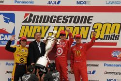 Podium: race winner Scott Dixon, Chip Ganassi Racing, second place Dario Franchitti, Chip Ganassi Ra