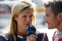 Ферена Вридт и гонщик Audi Sport Team Abt Тимо Шайдер