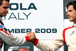 Le troisième Milos Pavlovic fête son podium avec le vainqueur Andy Soucek