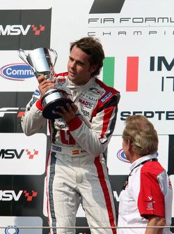 Le vainqueur Andy Soucek fête son podium avec Jonathan Palmer