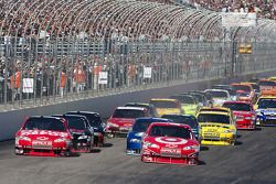 Départ: Juan Pablo Montoya, Earnhardt Ganassi Racing Chevrolet et Tony Stewart, Stewart-Haas Racing Chevrolet en tête