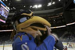 Atlanta Thrashers: Brown Thrasher, la mascotte avec Romain Dumas