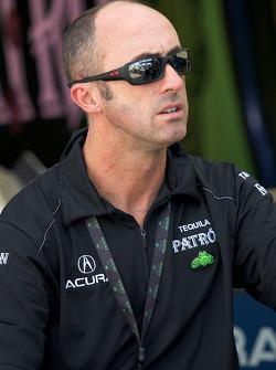 David Brabham retourne au paddock après son accident sur la #9 Patron Highcroft Racing Acura ARX-02a