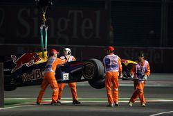 La voiture accidentée de Mark Webber, Red Bull Racing