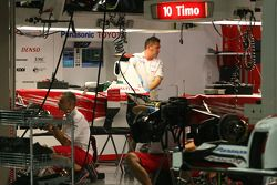 Toyota F1 Team mechanics