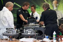 L'équipe Patron Highcroft Racing travaille sur l'Acura ARX-02a