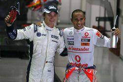 Ganador de la pole Lewis Hamilton, McLaren Mercedes y el tercer puesto Nico Rosberg, Williams F1 Te