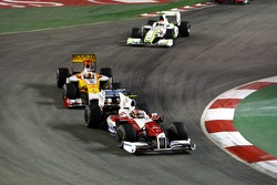 Timo Glock, Toyota F1 Team ve Fernando Alonso, Renault F1 Team