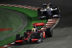 Lewis Hamilton, McLaren Mercedes voor Nico Rosberg, WilliamsF1 Team
