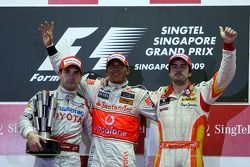Podium: Sieger Lewis Hamilton, McLaren Mercedes; 2. Timo Glock, Toyota F1 Team; 3. Fernando Alonso,