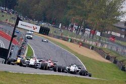 Max Chilton devant Daniel Ricciardo et Riki Christodoulou