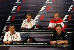 Hiroshi Yasukawa Bridgestone Director of Motorsport, Bob Bell, Renault F1 Team, Team's managing dire