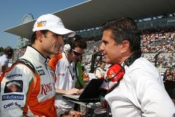 Vitantonio Liuzzi, Force India F1 Team ve Enrico Zanarini, Manager, Giancarlo Fisichella