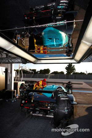 Vitaphone Racing team members at work
