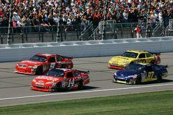 Tony Stewart, Stewart-Haas Racing Chevrolet, Kasey Kahne, Richard Petty Motorsports Dodge, Joe Nemec
