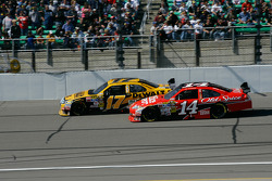 Matt Kenseth, Roush Fenway Racing Ford, Tony Stewart, Stewart-Haas Racing Chevrolet