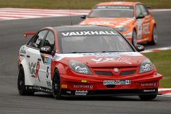 Matt Neal devance Colin Turkington