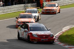 Andrew Jordan devant Colin Turkington, Paul O'Neill & Anthony Reid