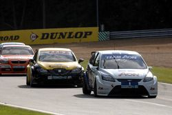 Tom Onslow-Cole devant Gordon Shedden et Stephen Jelley