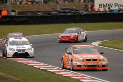 Colin Turkington devant Tom Chilton, Fabrizio Giovanardi et Matt Neal