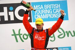 Colin Turkington pours champagne over himself