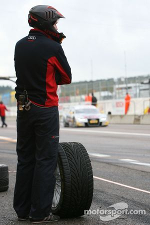 Pitlane Feature: a mechanic waits for a car