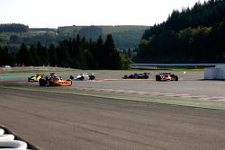 #32 Jeremy Smith Surtees TS20: la chicane est coupée