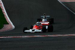 #26 Frank Lyons McLaren M26; #27 Paul Grant Trojan 103