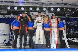 Podium: John Edwards, Newman Wachs Racing, Jonathan Summerton, Newman Wachs Racing et Markus Niemela, Jensen MotorSport