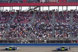 Jimmie Johnson, Hendrick Motorsports Chevrolet devance Jeff Gordon, Hendrick Motorsports Chevrolet