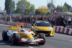 Lucas di Grassi, Renault F1 Team, et Julien Piguet