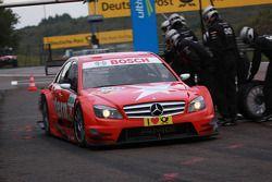 Pit stop for Mathias Lauda, Mücke Motorsport AMG Mercedes C-Klasse