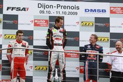 Podio: ganador de la carrera Christian Vietoris, Muecke Motorsport Dallara F308 Mercedes, el segundo lugar Jules Bianchi, ART Grand Prix Dallara F308 Mercedes, el tercer lugar Mika Maki, Signature Dallara F308 Volkswagen