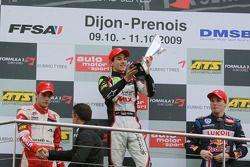 Podio: ganador de la carrera Christian Vietoris, Muecke Motorsport Dallara F308 Mercedes, el segundo