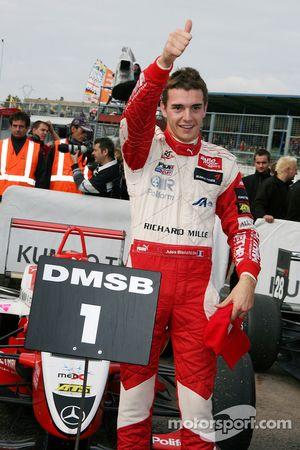 Ganador de la carrera y campeón Jules Bianchi, ART Grand Prix Dallara F308 Mercedes