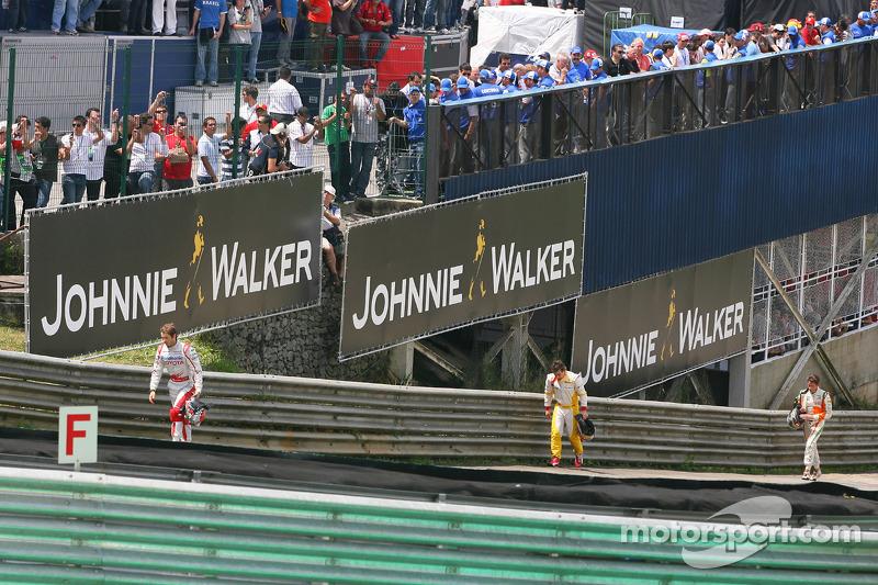 Jarno Trulli vs Adrian Sutil - GP de Brasil 2009