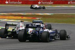 Kazuki Nakajima, Williams F1 Team y Jenson Button, Brawn GP