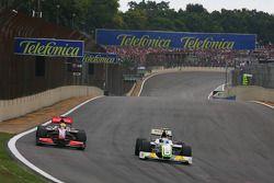 Lewis Hamilton, McLaren Mercedes y Rubens Barrichello, Brawn GP