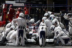 Robert Kubica, BMW Sauber F1 Team, pitstop