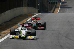 Rubens Barrichello, Brawn GP y Lewis Hamilton, McLaren Mercedes