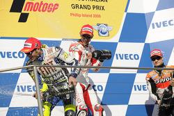 Podium: race winner Casey Stoner, Ducati Marlboro Team, second place Valentino Rossi, Fiat Yamaha Te