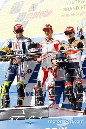 Подиум: победитель гонки - Кейси Стоунер, Ducati Marlboro Team, второе место - Валентино Росси, Fiat